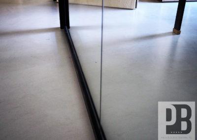 beton-polerowany-i-szklane-sciany-mikrocement1
