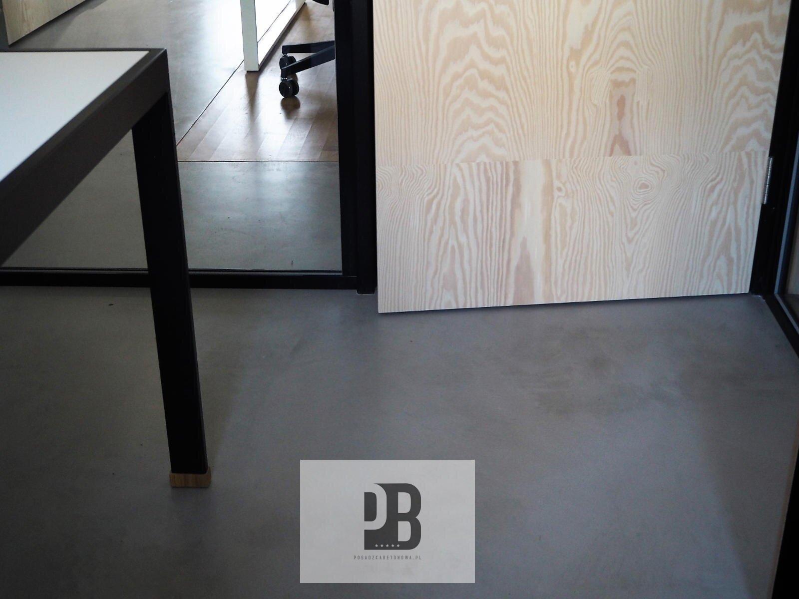 posadzki-betonowe-do-biura-dekoracyjne-mikrocementowe1
